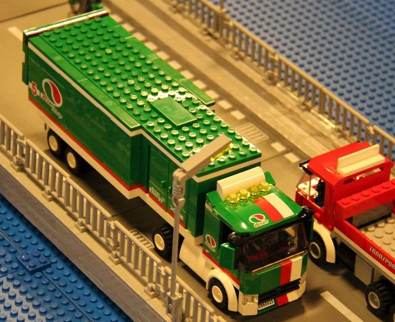 Detoyz shop lego city 60025 grand prix truck for Catalogo grand prix