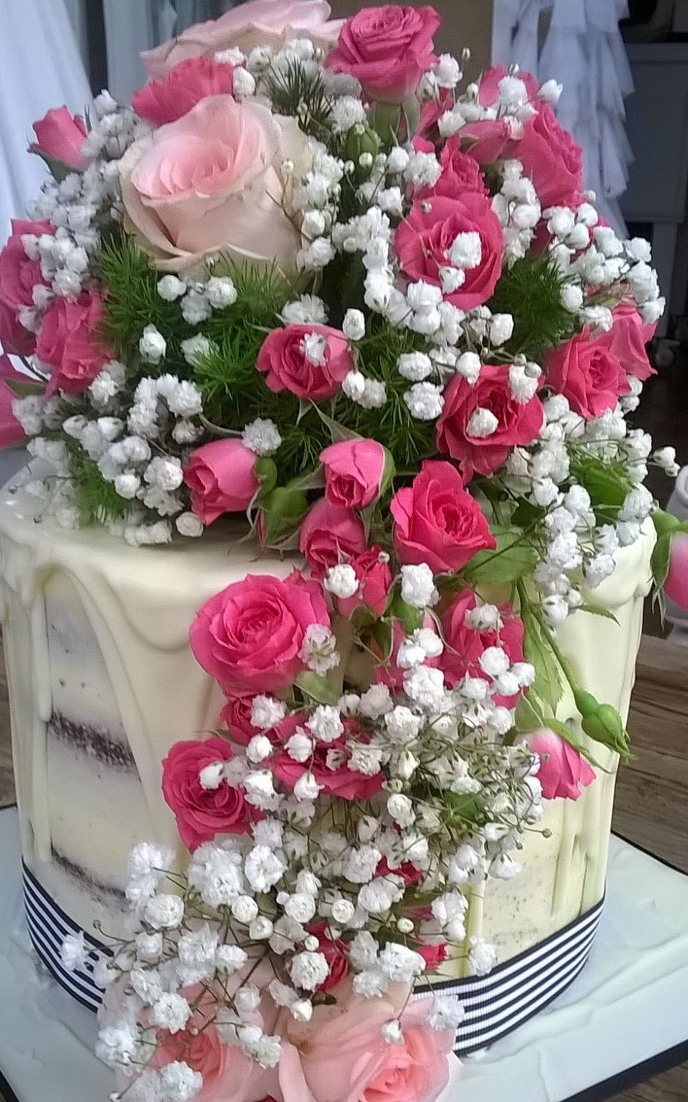 Eden Cakes And Cupcakes Beautiful Flowers Red Velvet Cake At