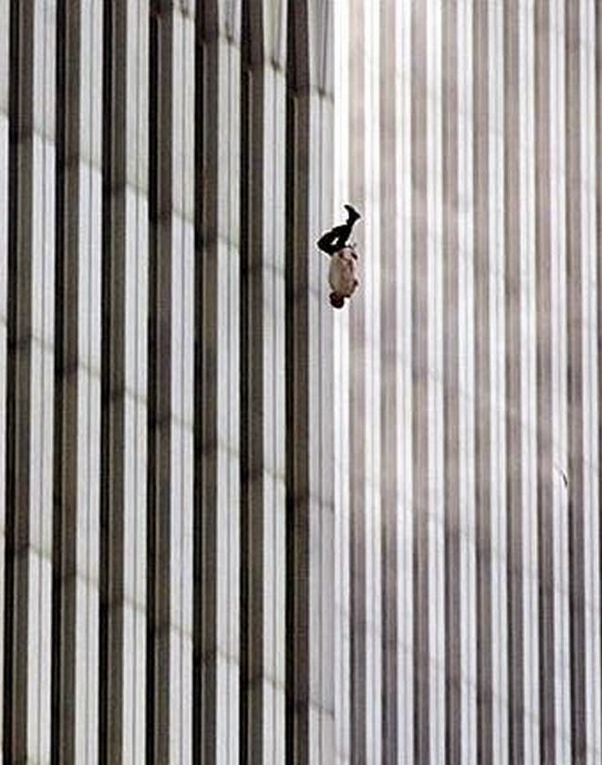 The Story Behind 8 Famous Photographs - Richard Drew - The Falling Man, 2001