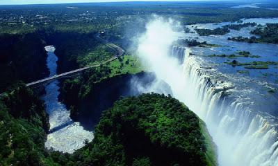 اجمل الشلالات العالم VicFalls_Bridge_ITINZOOM.jpg