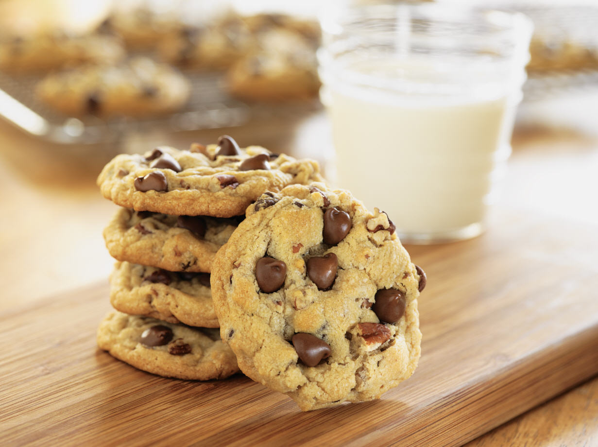 2102_cr_ultimate_chocolate_chip_cookies-medium_00.jpg