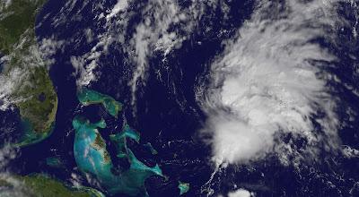 Bei den Bahamas braut sich eine neue tropische Bedrohung zusammen, Bahamas, Atlantik, Oktober, Satellitenbild Satellitenbilder, 2011, Hurrikansaison 2011, aktuell,