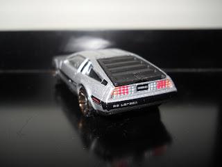 coche DeLorean DMC-12 en miniatura