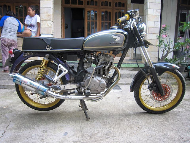 Modifikasi Honda CB Black Magic