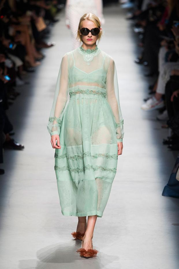 Rochas Spring-Summer 2016 Paris Fashion Week