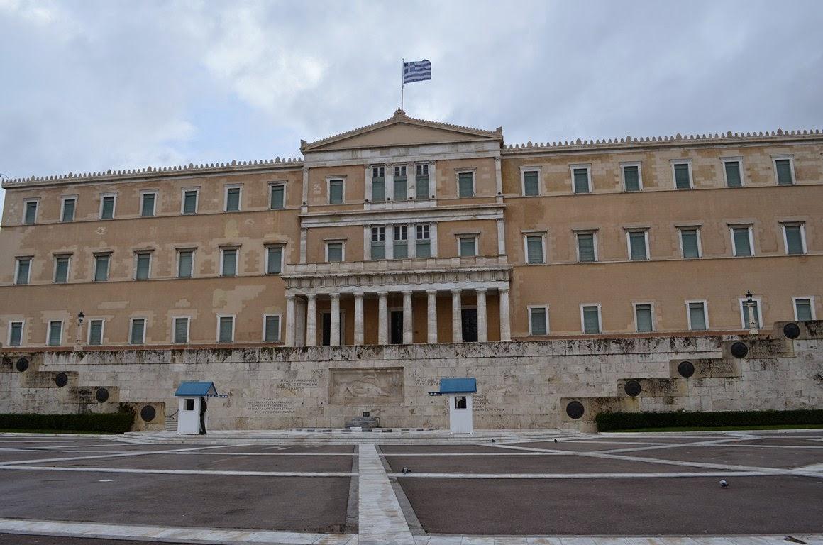 I viaggi di raffaella atene moderna piazza syntagna e il for Il parlamento