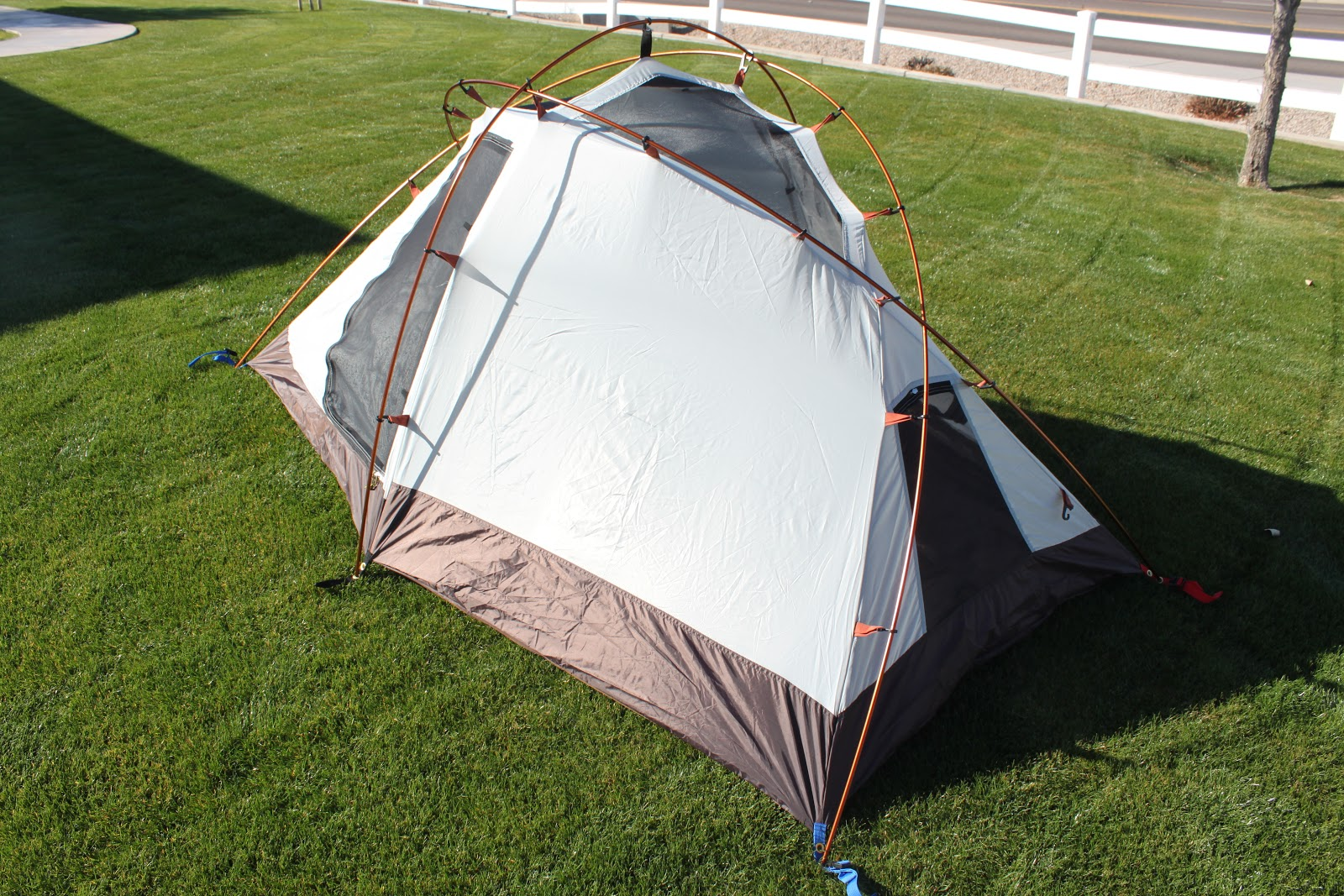 The tent came shipped in a standard brown box and was in their storage bag that also had images of the tent. My first impression was the weight. & Stereowise Plus: Alps Mountaineering Extreme 2 Backpacking Tent Review
