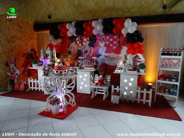 Tema Minnie (Minnie Mouse) para decoração de festa de aniversário infantil de meninas em mesa decorada provençal