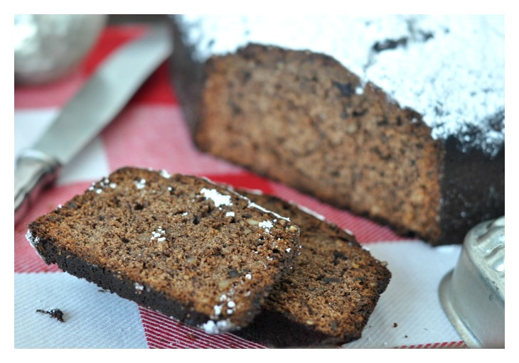 gluten free gingerbread cake with honey, chocolate and almonds