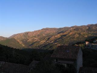 Col de la Tana vu d'Aullène le 17 juin 2012