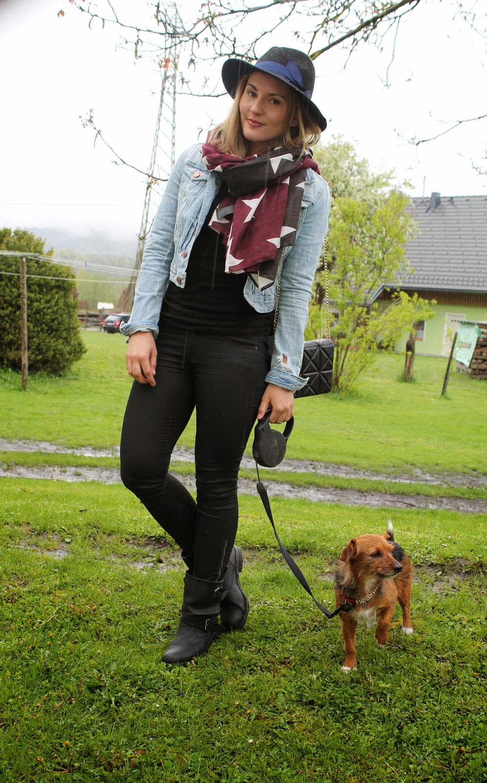 Fashionblogger Österreich / Austria / Kärnten / Carinthia / Klagenfurt / German / Deutsch / H&M / Zara/ Blogger / Lavender Star / Svetlana / Rainy Days / Look / Outfit / Streetstyle / Dog / Biker Boots / Stars / Hat / Forever 21