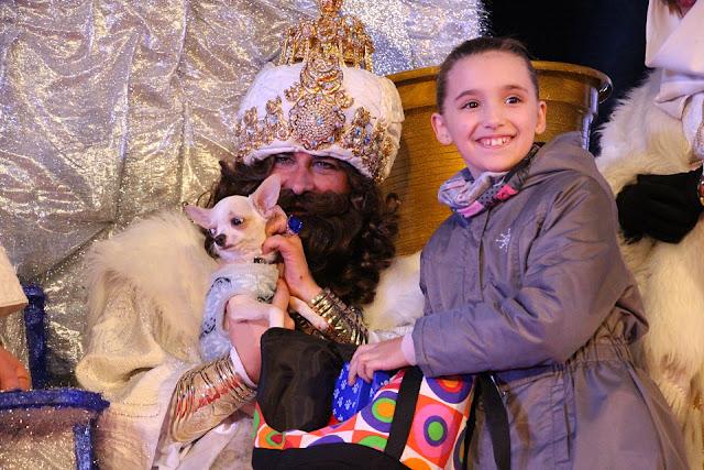 Melchor, Gaspar y Baltasar reciben uno a uno a cerca de 600 niños barakaldeses