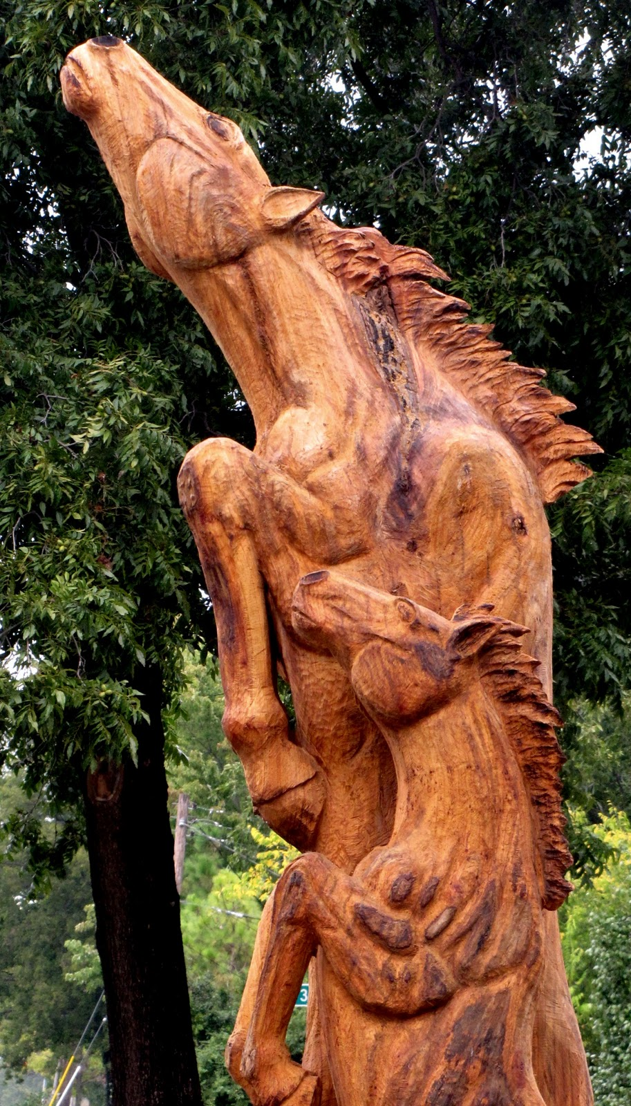 Chainsaw horse g  wood carvings