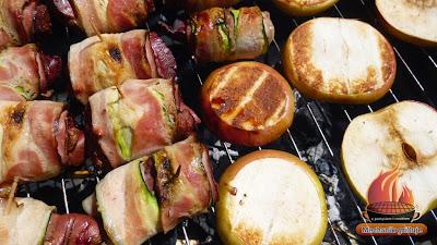 Grillowana wątróbka indycza podana na grillowanym jabłku ze słodko pikantnym sosem z granata Mechanik grilluje
