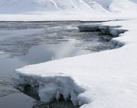 Arctic summertime glaciers gradually diminishing