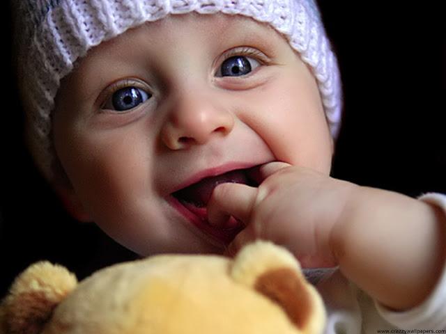 """<img src=""""http://4.bp.blogspot.com/-OVgkLofUS18/UeKRclwuc3I/AAAAAAAABCg/3TZss0rfe5M/s1600/cute_baby_playing_doll-normal.jpg"""" alt=""""Cute wallpapers"""" />"""