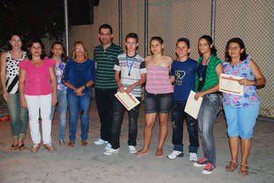 PREMIADOS E EQUIPE ESCOLA TERESA TORRES DIA DO ESTUDANTE 2011