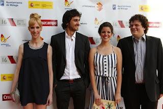 Fotografía del elenco de 'Esto no es una cita' en el Festival de Málaga