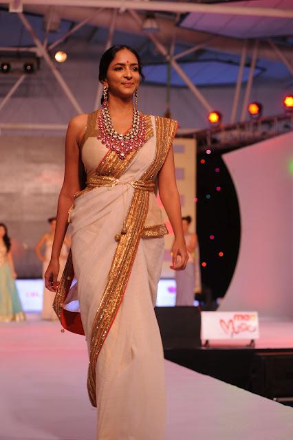 lakshmi_prasanna_hot_saree-stills