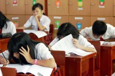 Pemerintah provinsi dan kabupaten/kota menyelenggara ujian sekolah.