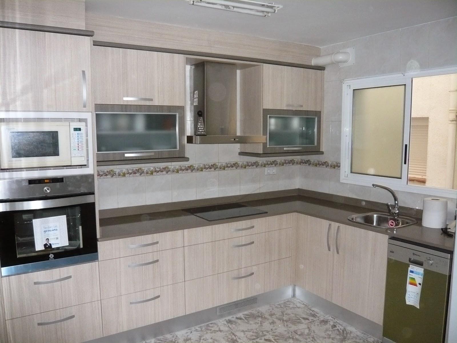 REUSCUINA: Muebles de cocina de formica beige