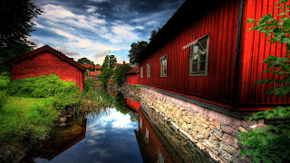 Red Houses screensaver pictures