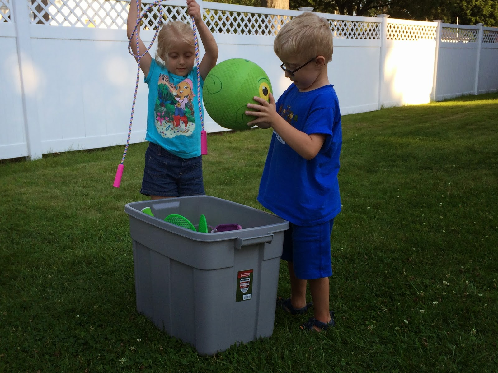 GEEK DADDY: Garbage cans can be used for more than just taking out