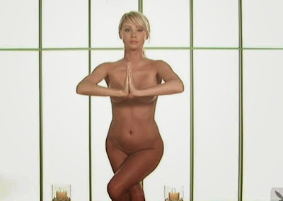 Mundo djronymix Open Your Eyes: Sara Jean Underwood da clases de yoga
