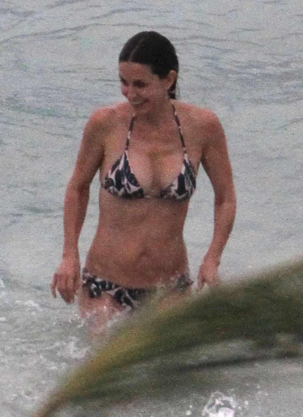 Nicki minaj bikini thong