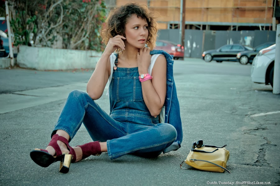 fashion blogger, ethnic fashion blogger, black fashion blogger, beauty blogger, overalls, denim, gold, bob hair, short hair, curly hair