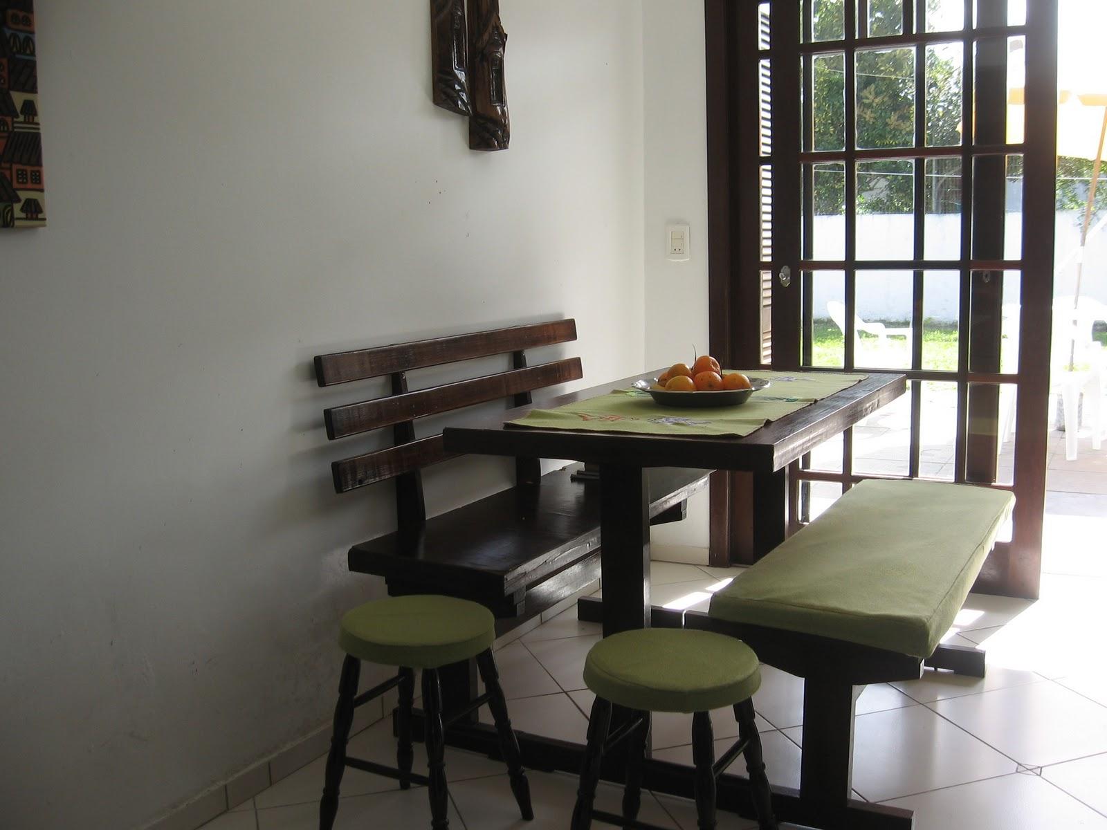 em Capão Novo RS: Cozinha estilo americana e mesa para churrasco #5C4D43 1600 1200