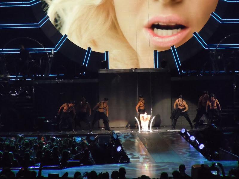 Britney Spears dancers Femme Fatale concert