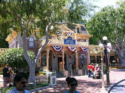 Disneyland City Hall Main Street information schedules lost