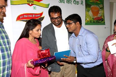 Rani Mukerji promotes her movie 'Aiyyaa' through 'chai poha'