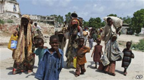 ONU entrega ajuda em região controlada por rebeldes e atingida pela seca na Somália