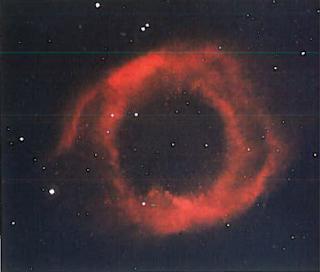 Планетарная туманность - оболочка звезды. сброшенная ею под конец существования. Такие туманности расширяются. Они живут около 10000 лет. для звезды это очень короткий период. Возможно, многие звезды, включая Солнце, пройдут через эту стадию.