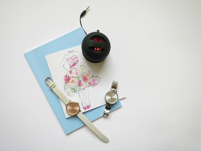 Valentines Day Gifts Guide For Her Girl Wife Girlfriend Friend speaker watch jewellery flatlay