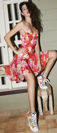Isolda verão 2015 coleção Rouge Collection vestido e tênis