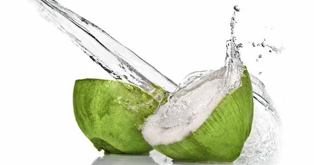agua-de-coco-beneficios-gastritis