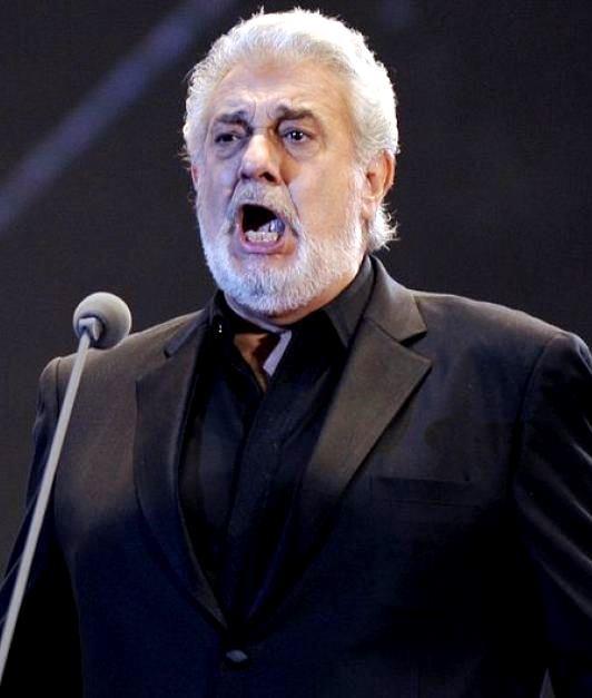 Plácido Domínguez cantando a viva voz