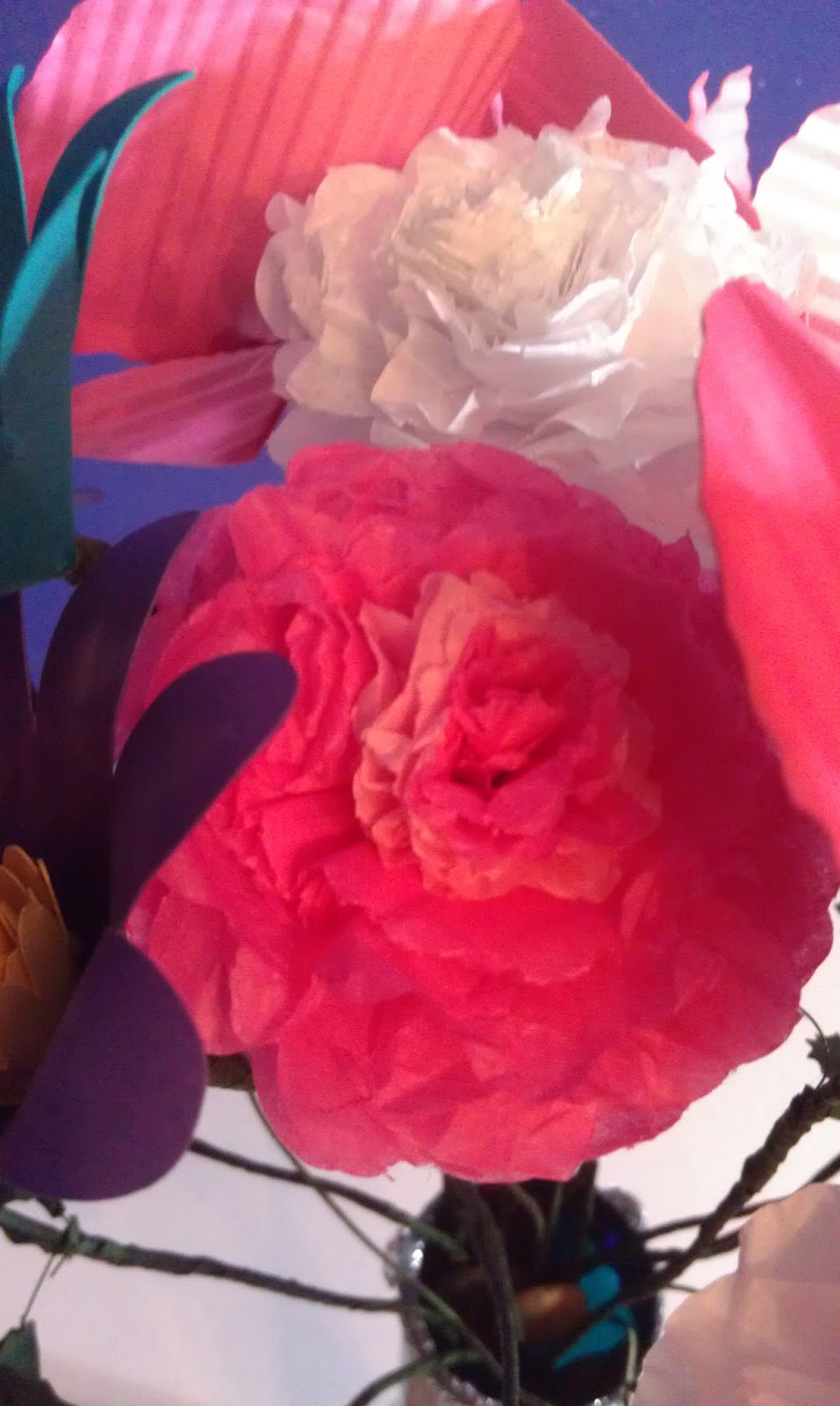 tissue paper carnations Carnations, terecitas, and mums, oh my your party will be a blooming success with our beautiful paper flowers our hand-crafted mexican paper flowers come in all shapes, sizes, and colors.