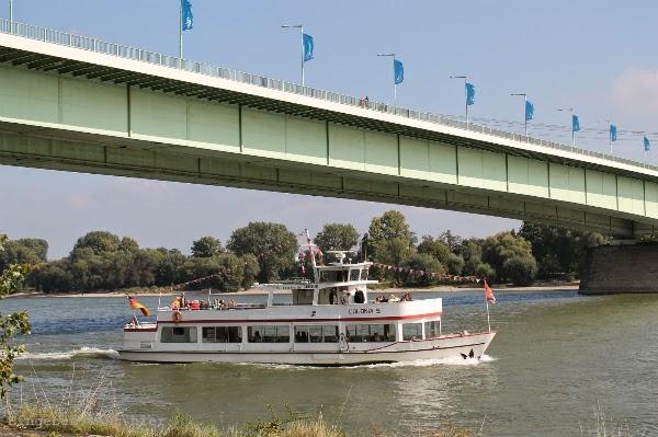 12 von 12 12 v 12 Schiff Rhein Sonnenschein