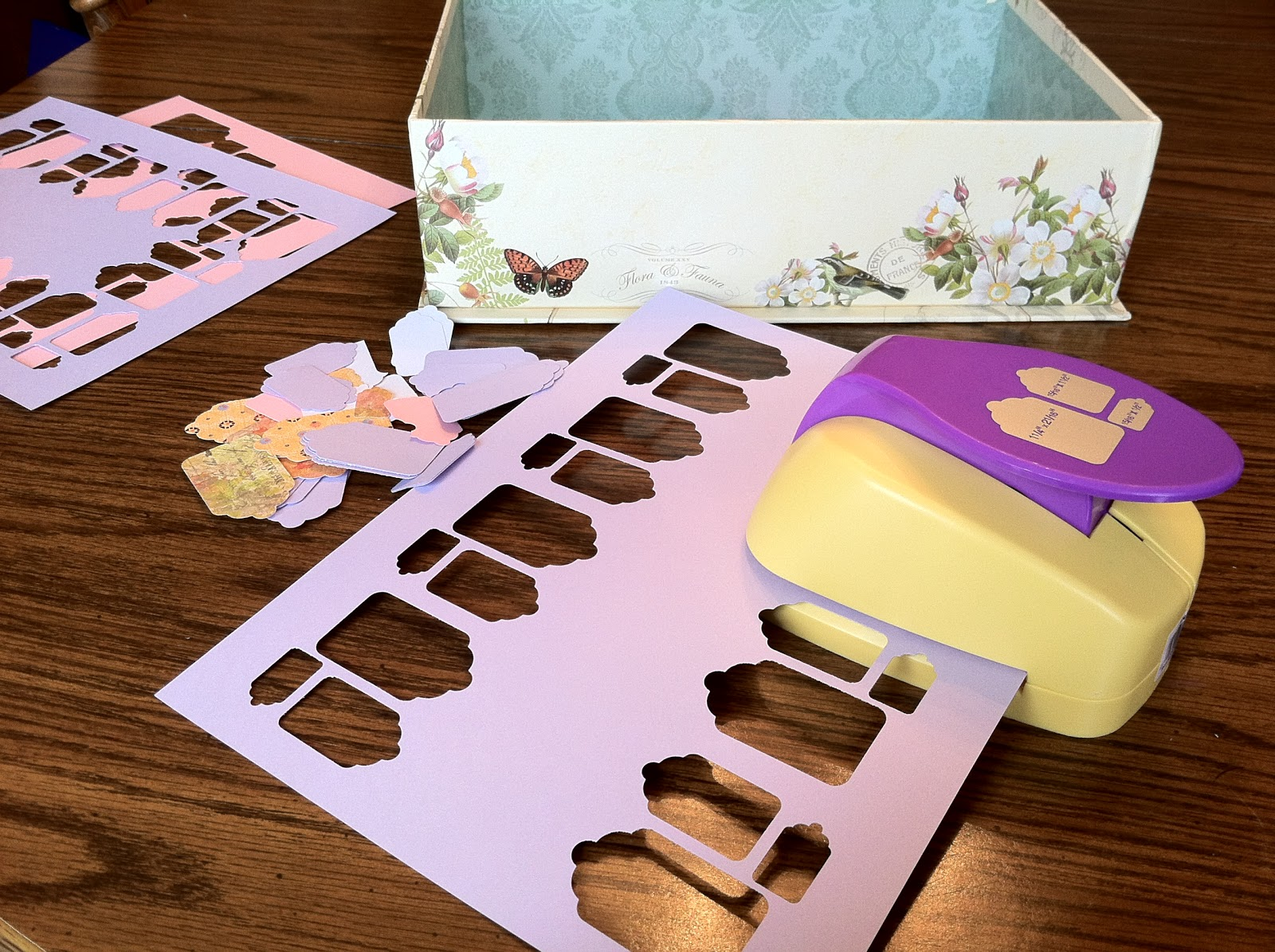 Annabelles craft room new craft toy scalloped gift tag paper punch gift tag paper cutter jeuxipadfo Choice Image