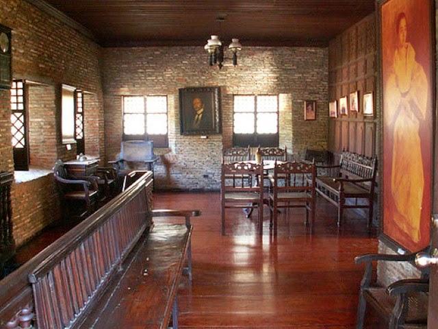 Rustic living room design photos