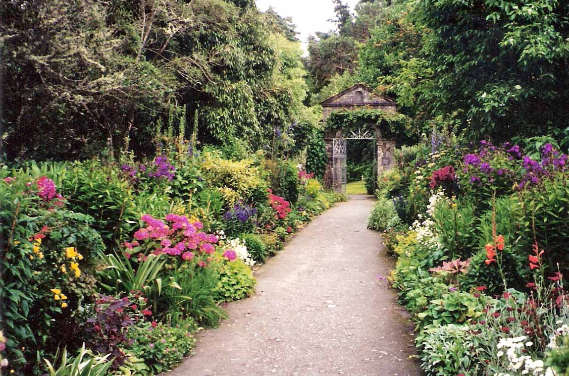 Summit musings friday fences or irish garden walls for Irish garden designs