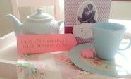 Blogissa juodaan teetä, luetaan ja pohditaan kirjoja sekä nautitaan kaikesta kauniista