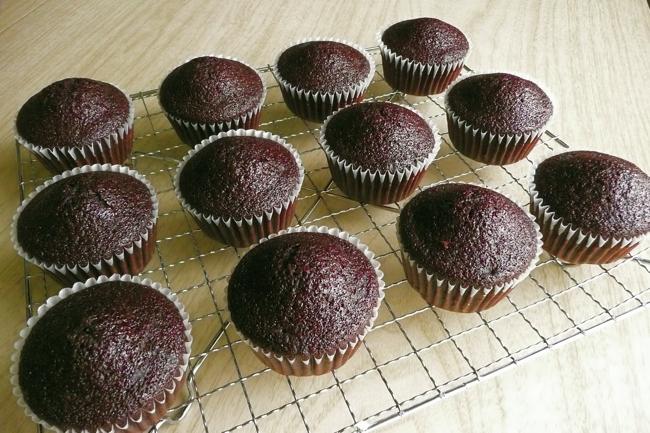 chocolate cake, cocoa powder, cupcakes