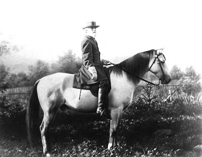 photo of Robert E. Lee on his horse