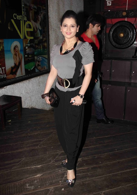 Bollywood Masala Actress  Celebrities at IPhone  Launch Party  show