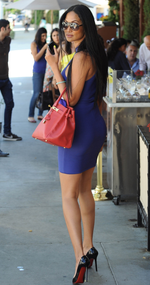 I'm in love with Kimora Lee Simmons blue dress, it's amazing.